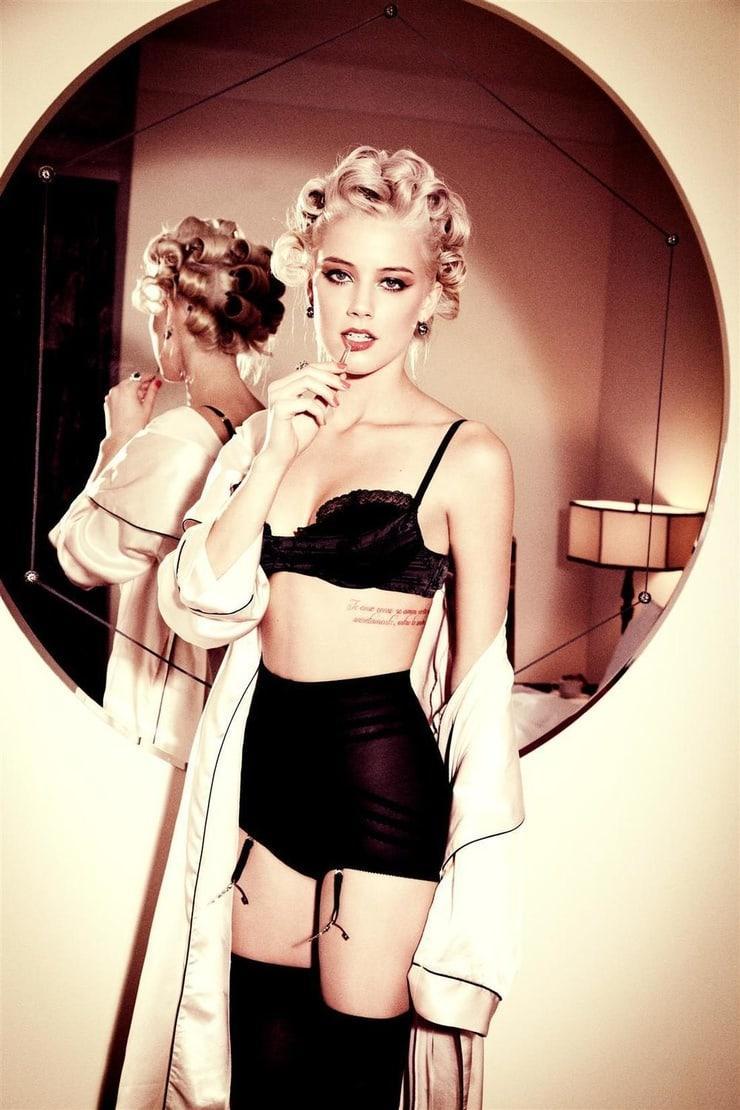 Amber Heard hot photo