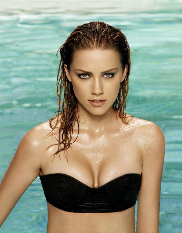 Amber Heard hot