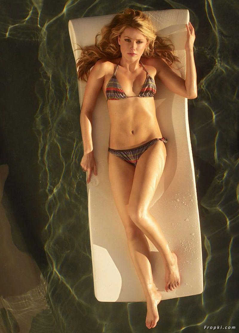 Amber Heard sexy bikini pic