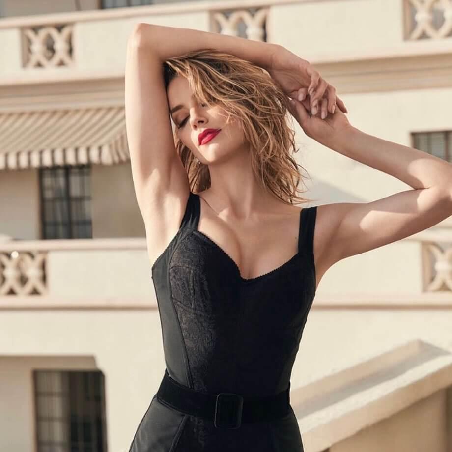Amber Heard sexy look