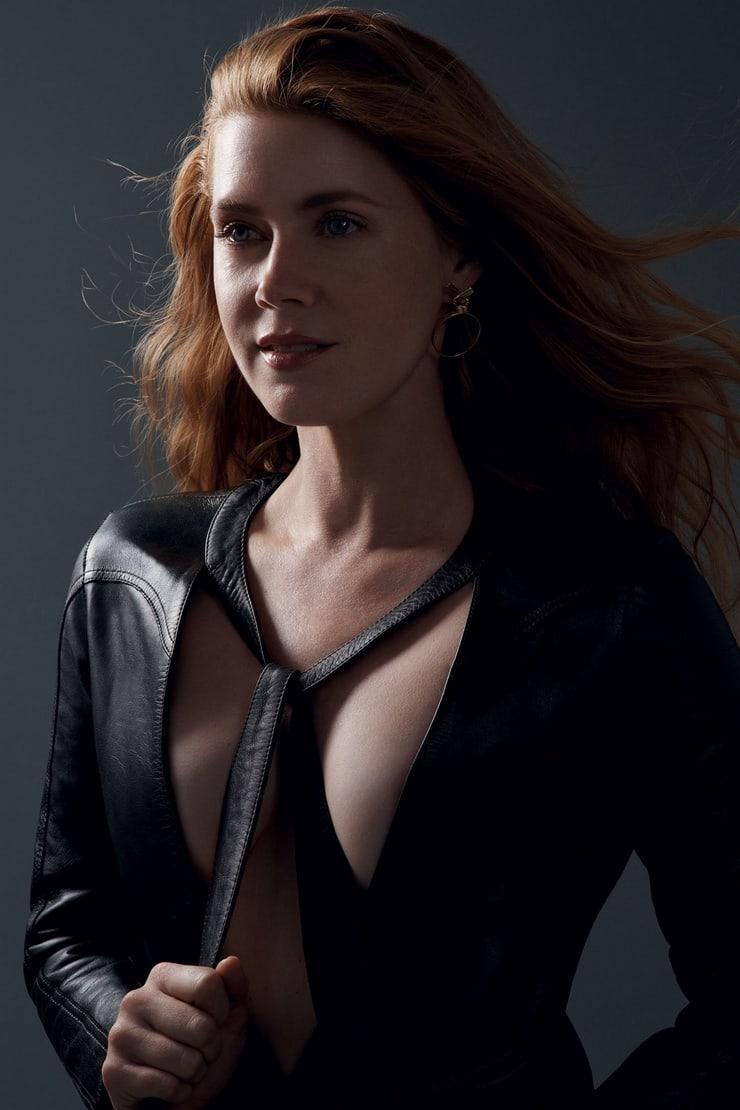 Amy Adams sexy look