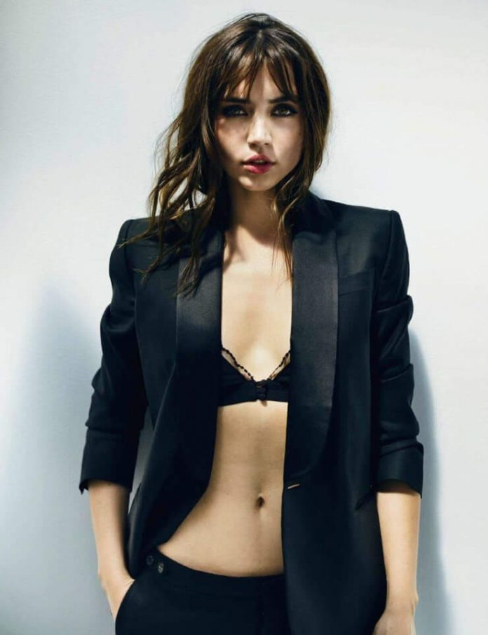 Ana de Armas cleavage pictures