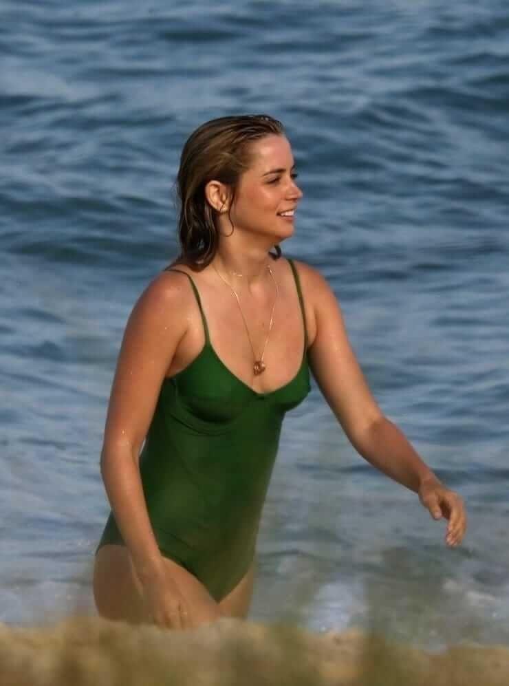 Ana de Armas hot lingerie pics