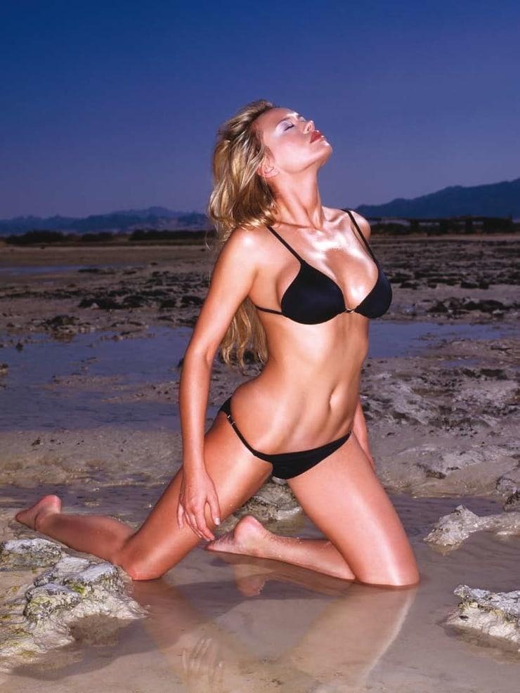 Anna Falchi bikini pics