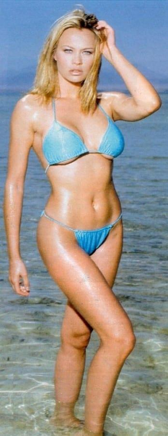 Anna Falchi hot bikini pics