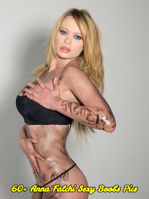 Anna Falchi sexy boobs pics