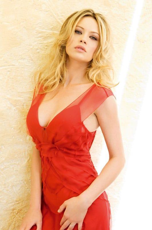 Anna Falchi sexy side boobs pics