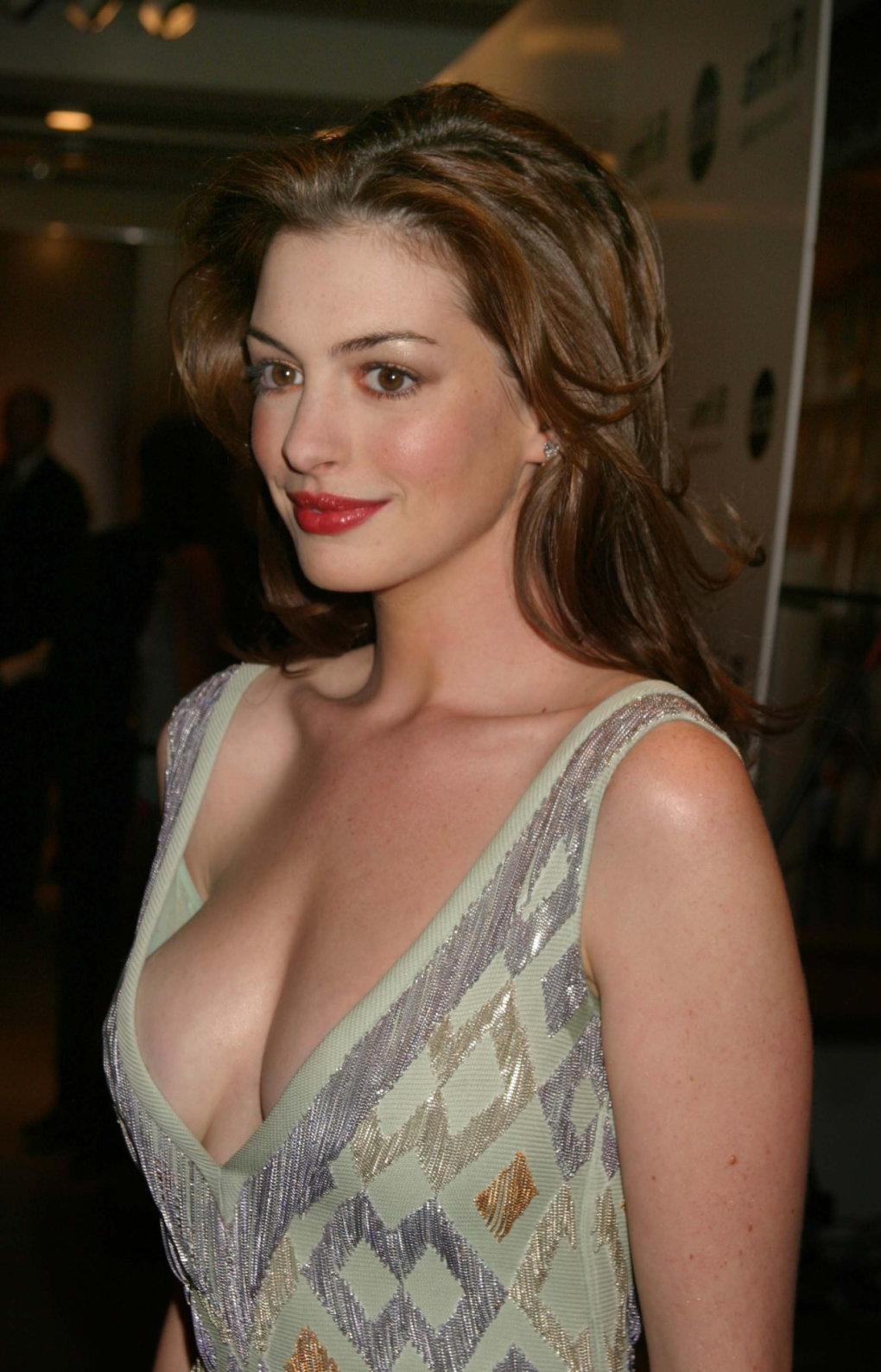 Anne Hathaway boobs pics