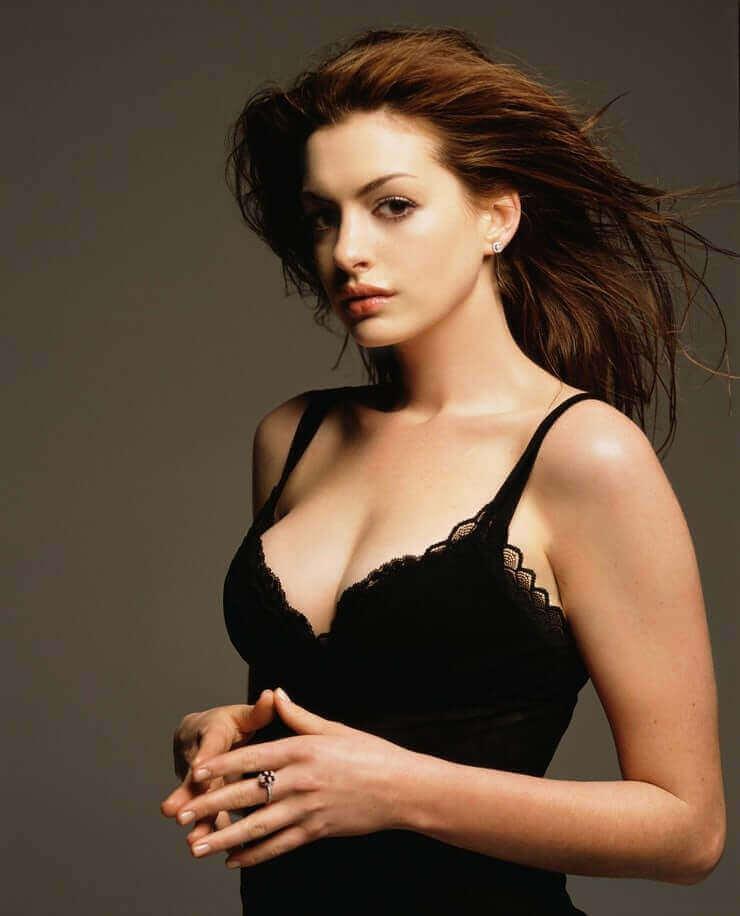 Anne Hathaway hot bikini pics
