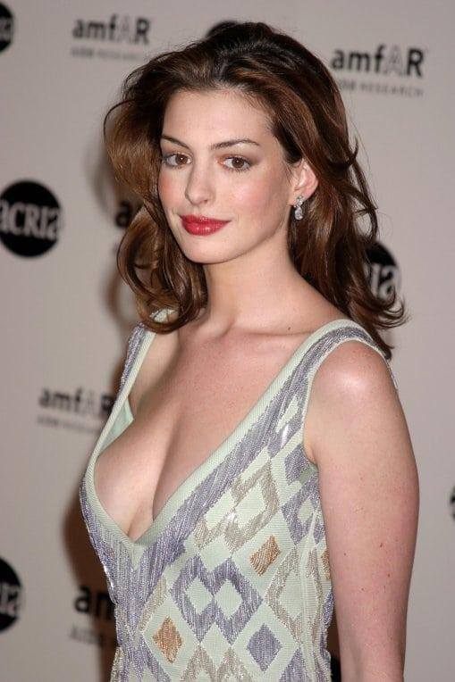 Anne Hathaway hot look pics