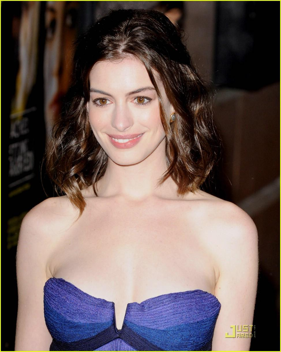 Anne Hathaway sexy tits pictures