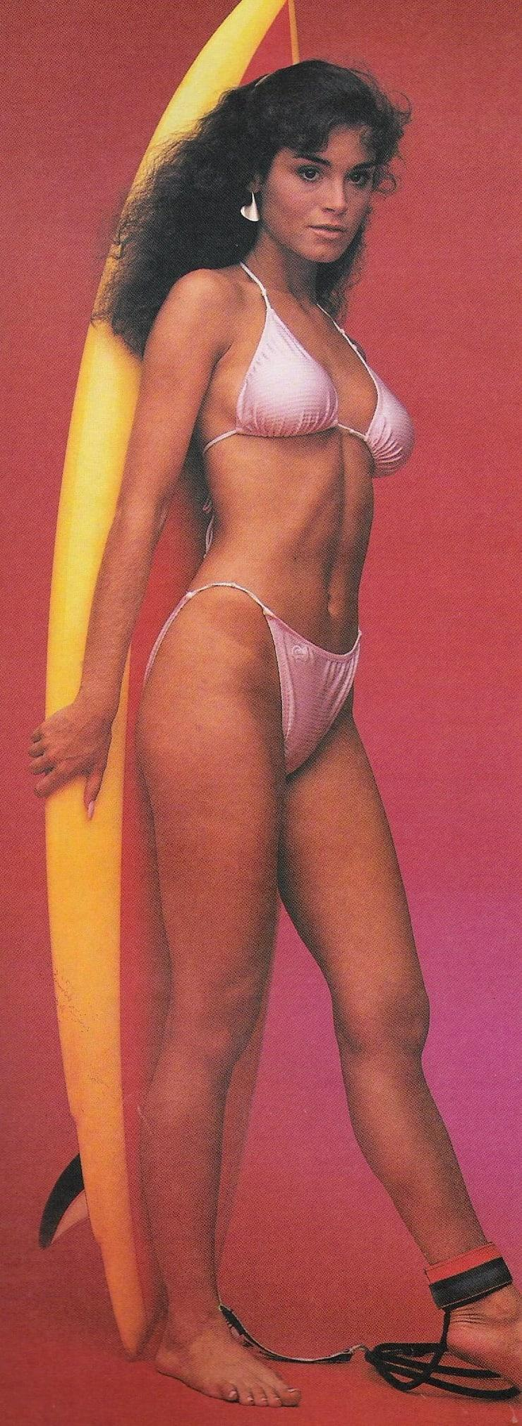 Betsy Russell hot look pics