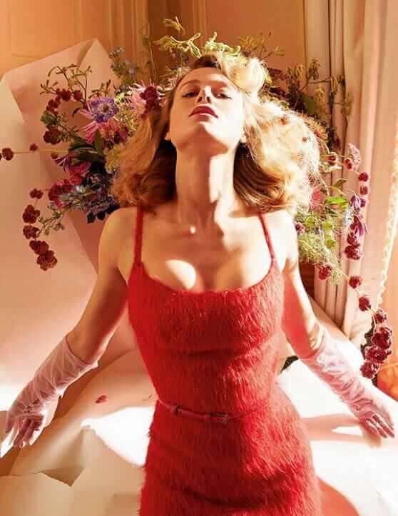 Brie Larson sexy look