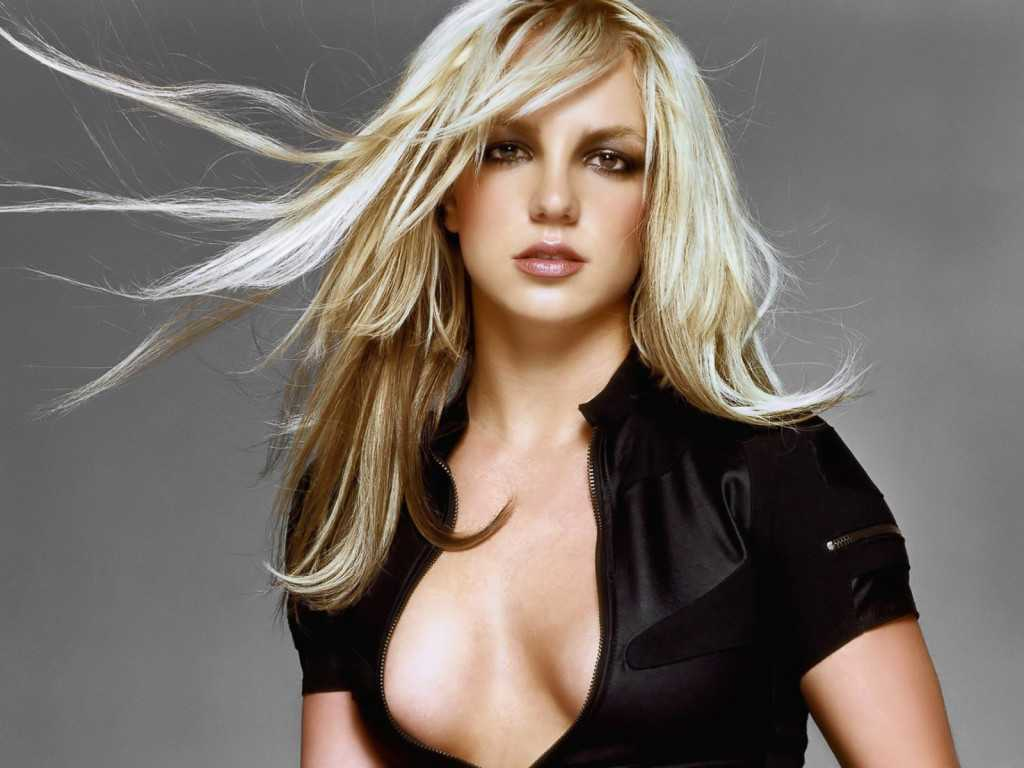 Britney Spears sexy side boobs pics