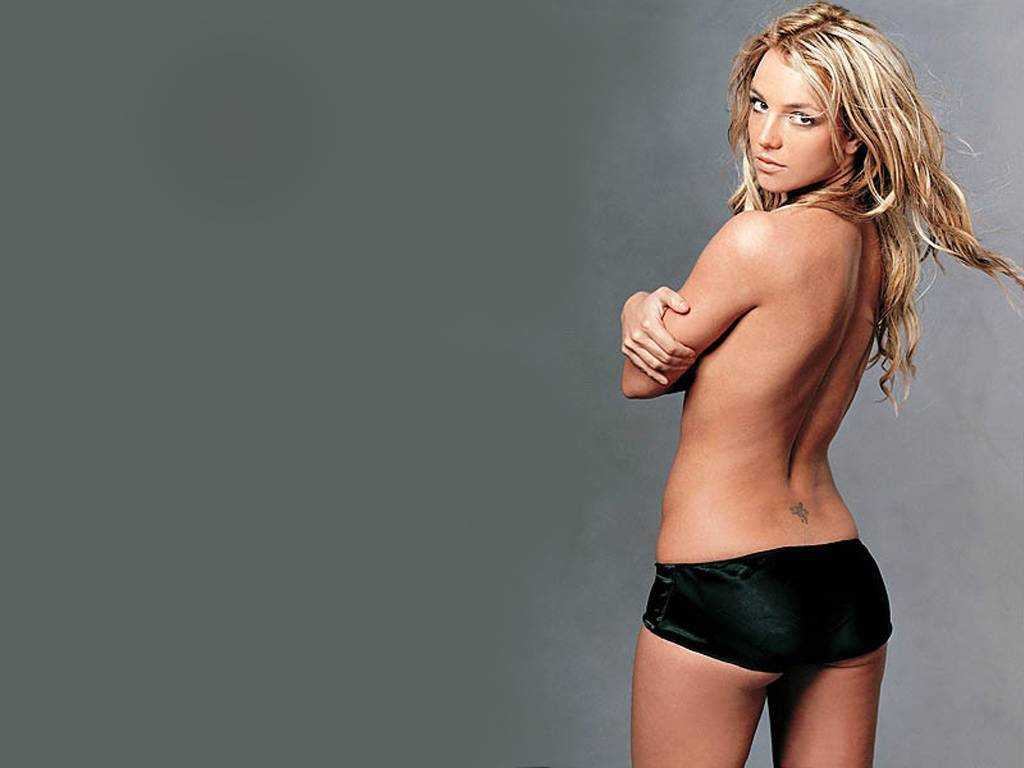 Britney Spears topless pics