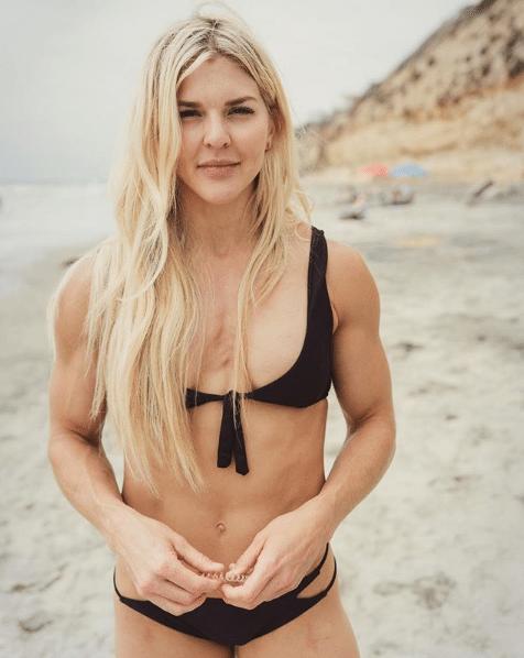 Brooke Ence blac bikini pics