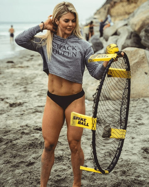 Brooke Ence cleavages pics