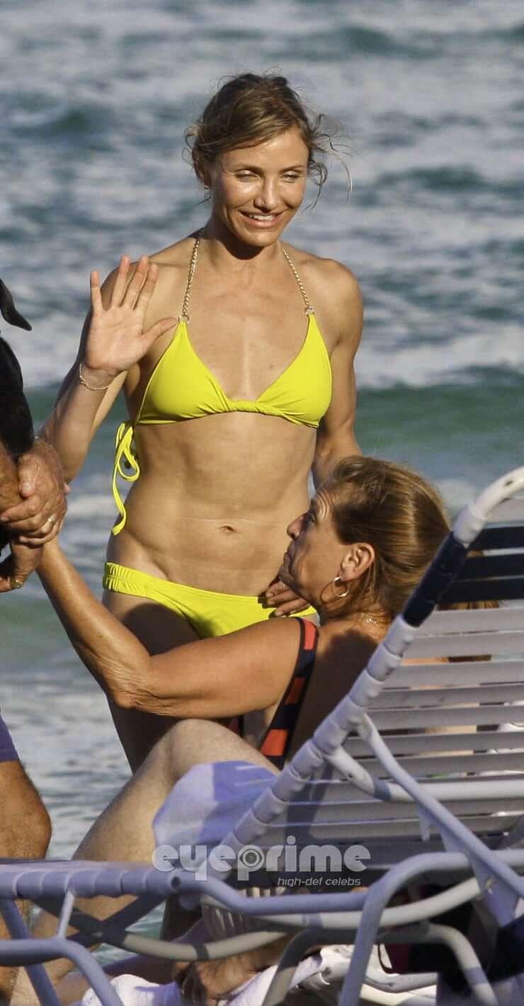 Cameron Diaz hot yellow bikini pics