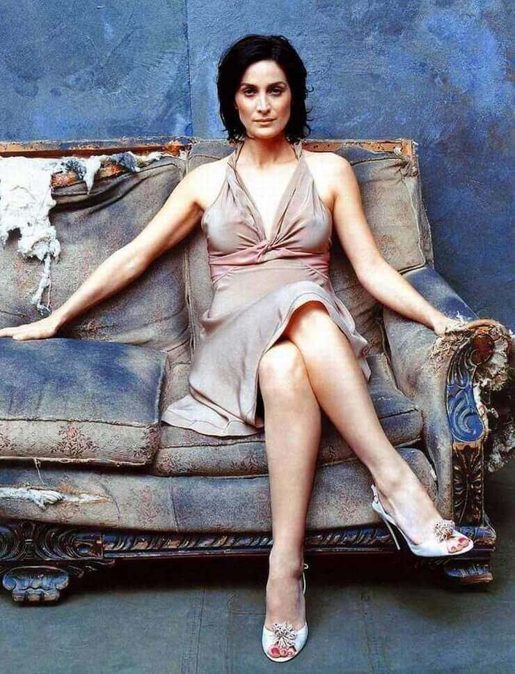 61 Hottest Carrie Anne Moss Boobs Pictures Are Jaw-Dropping And Quite The Looker | GEEKS ON COFFEE