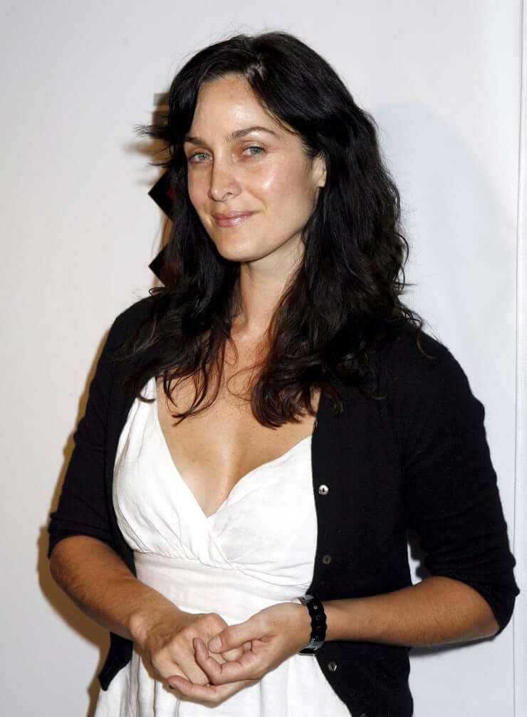 Carrie Anne Moss busty pics