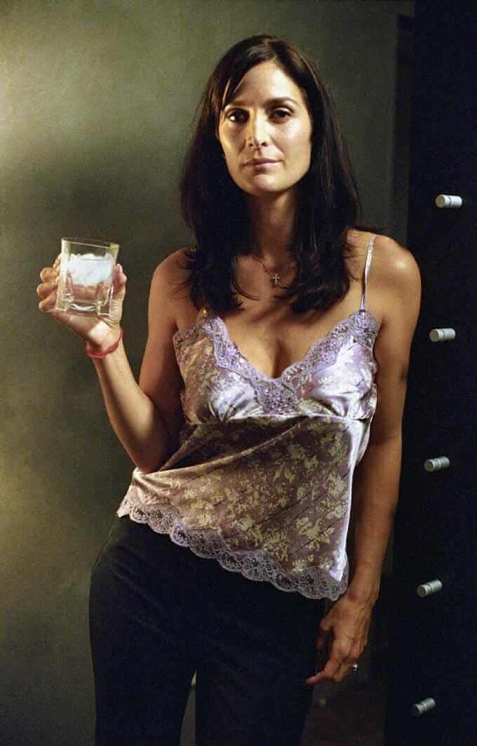 Carrie Anne Moss hot pictures