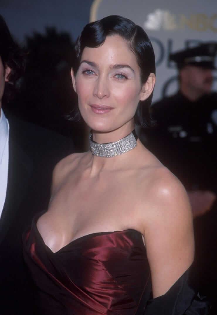 Carrie Anne Moss sexy cleavage pics