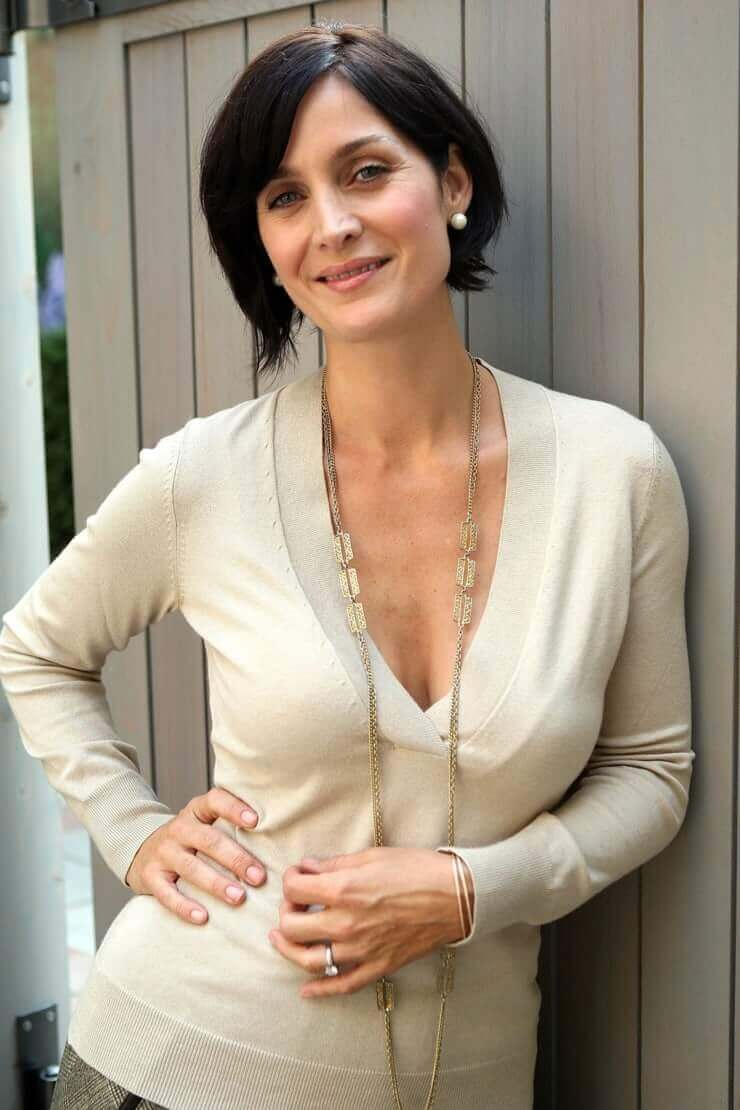 Carrie Anne Moss sexy tits pictures