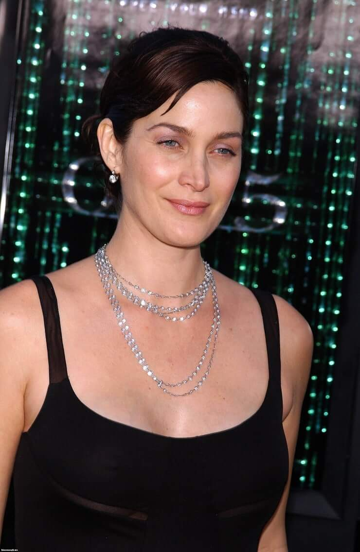 Carrie Anne Moss tits pics