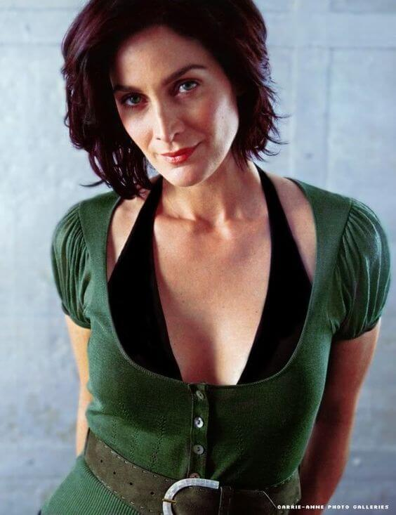 Carrie Anne Moss tits pictures