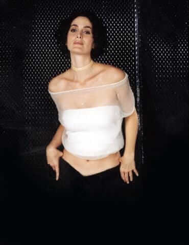 Carrie Anne Moss topless pics