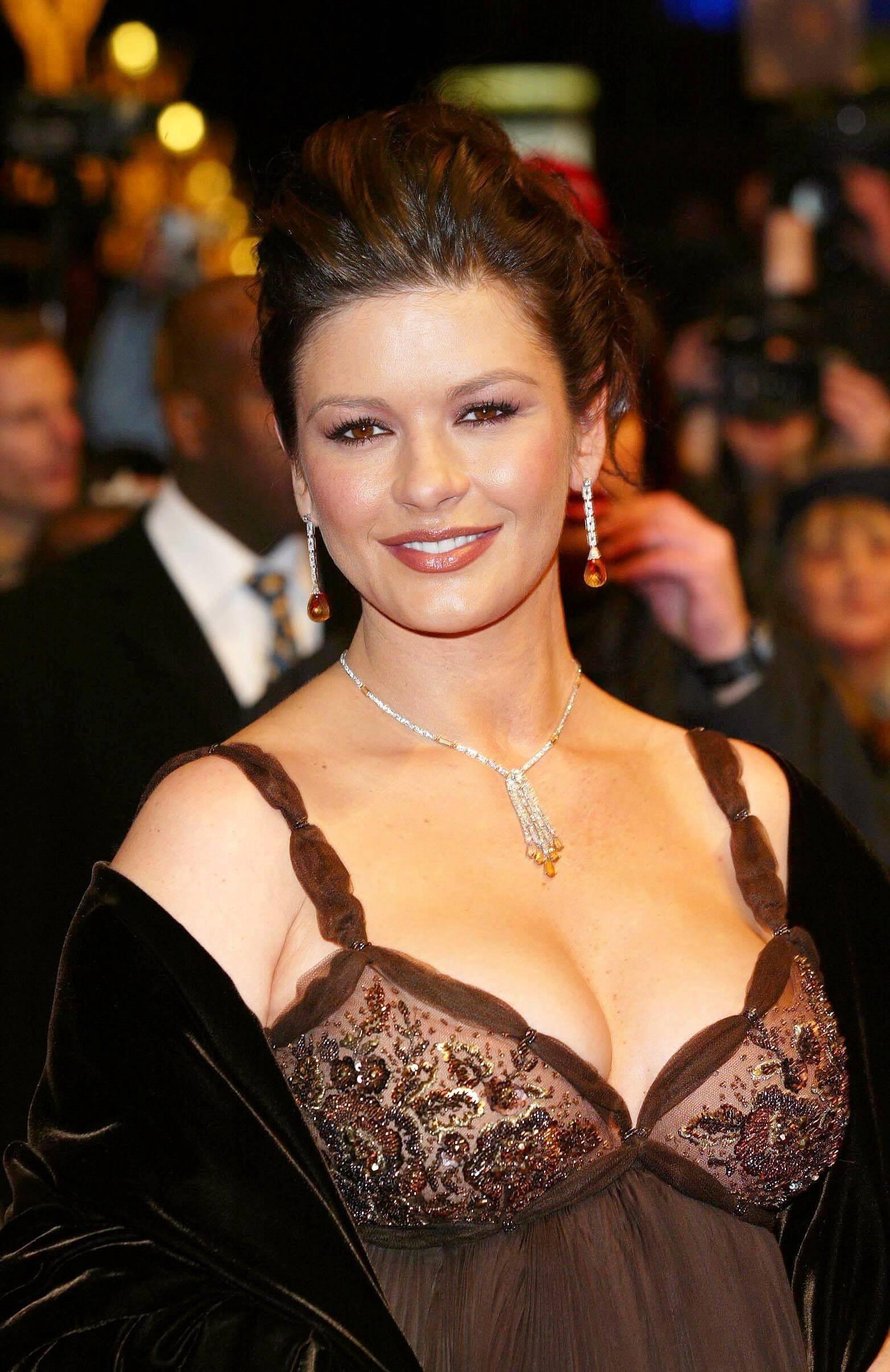 Catherine Zeta-Jones boobs pictures
