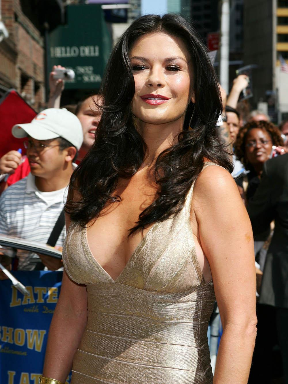 Catherine Zeta-Jones sexy side boobs pics