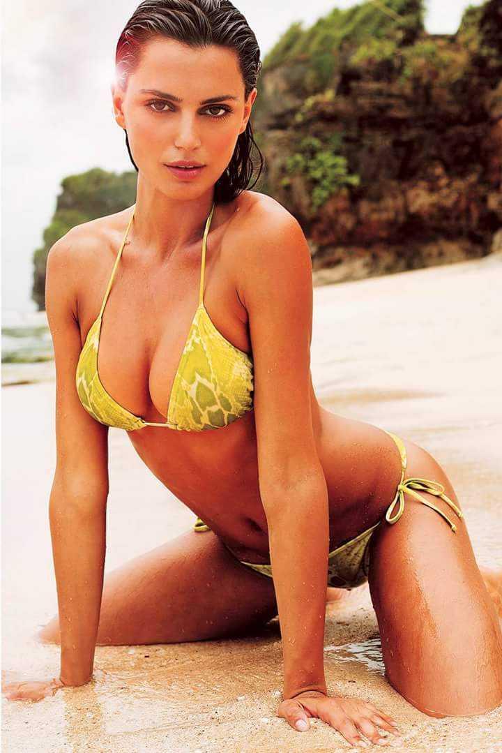 Catrinel Marlon amazing boobs pics