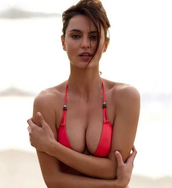 Catrinel Marlon hot cleavage pics