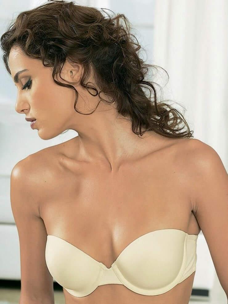 Catrinel Marlon sexy tits pics