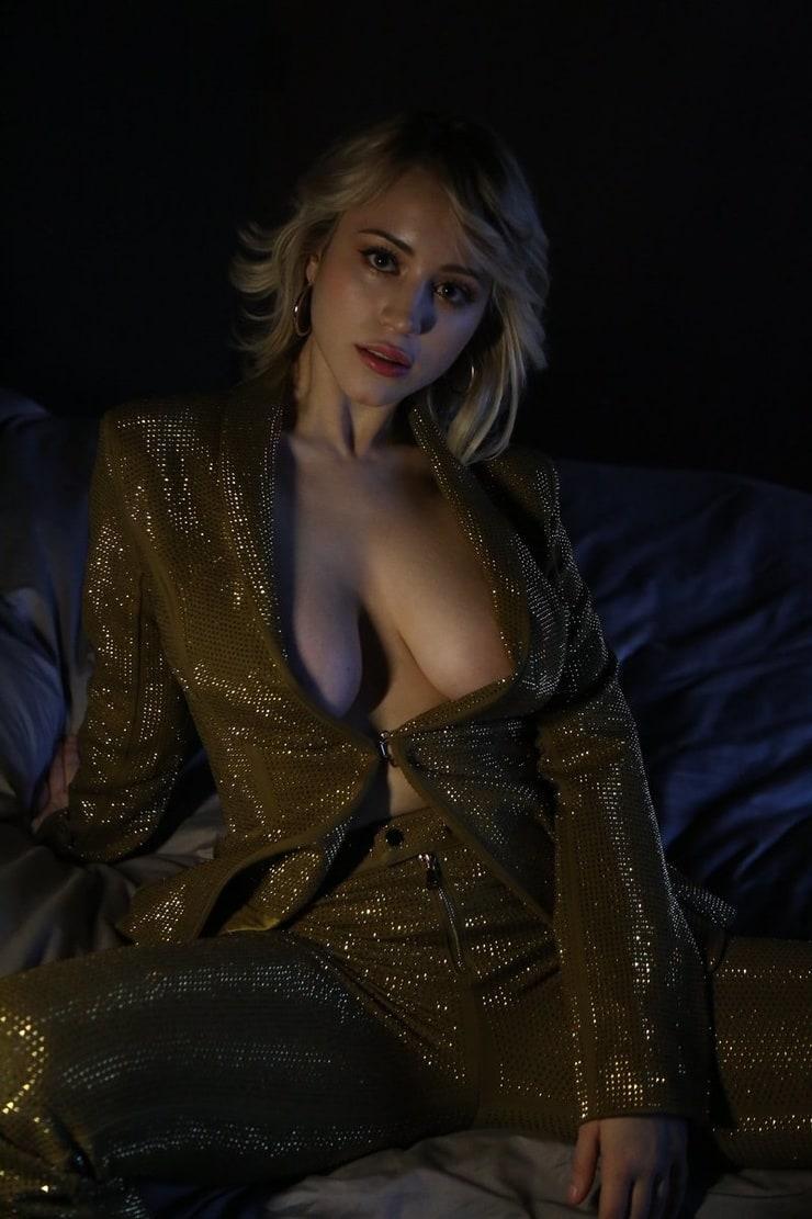 Caylee Cowan cleavage photo