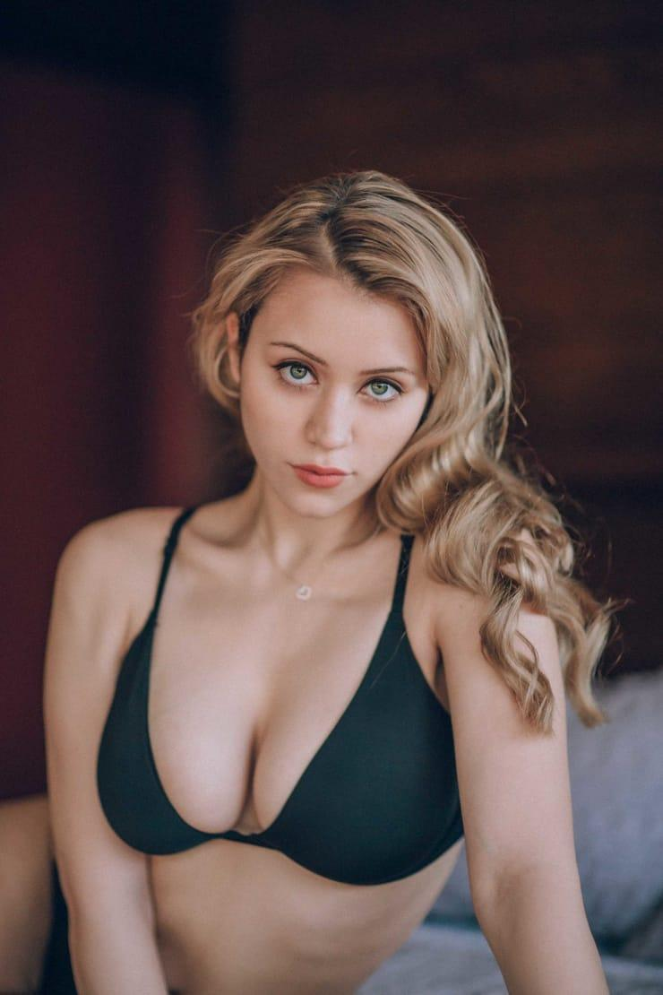 Caylee Cowan sexy pic