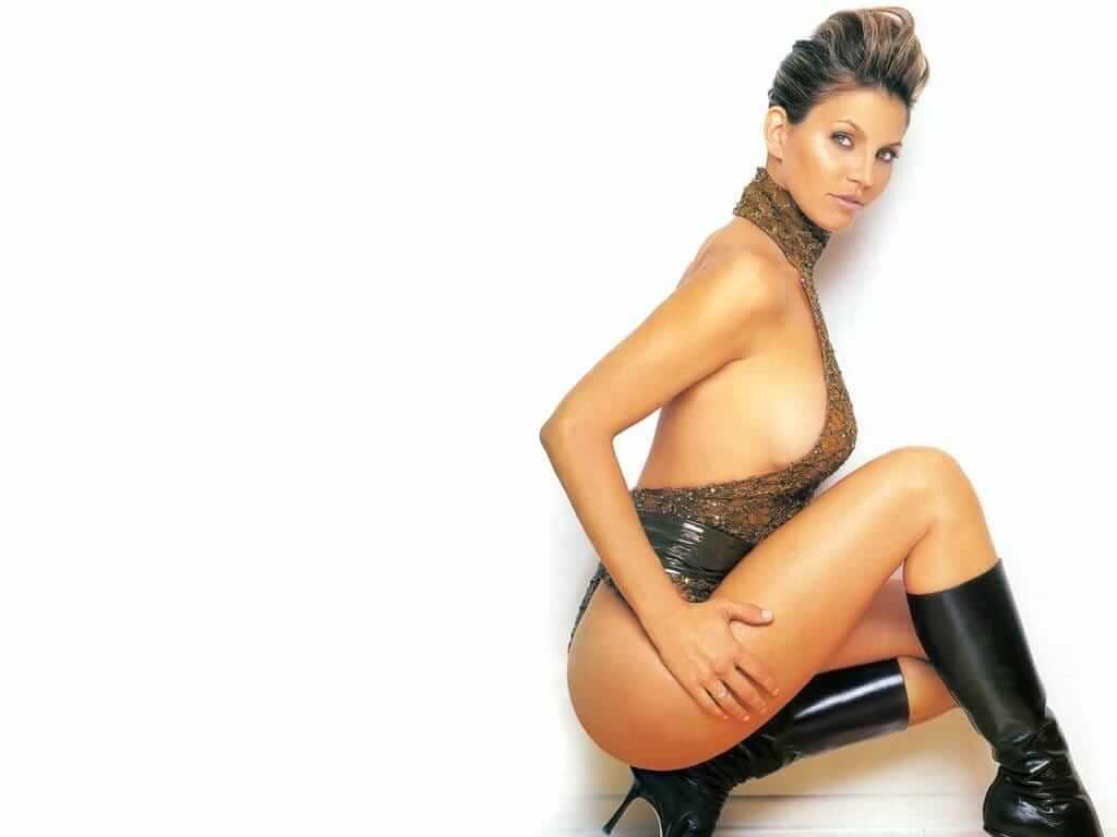 Charisma Carpenter sexy side boobs pics