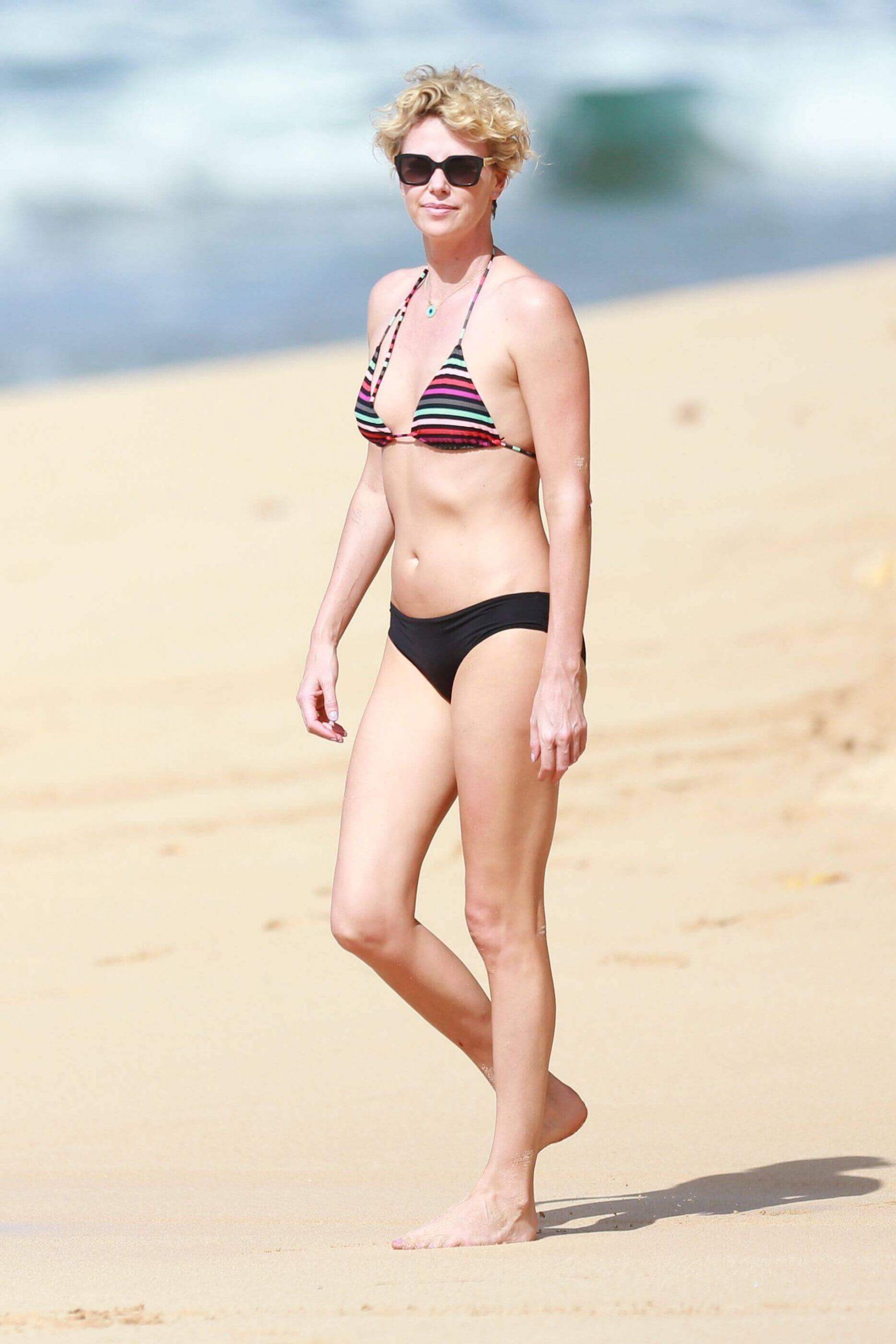 Charlize Theron sexy bikini pic