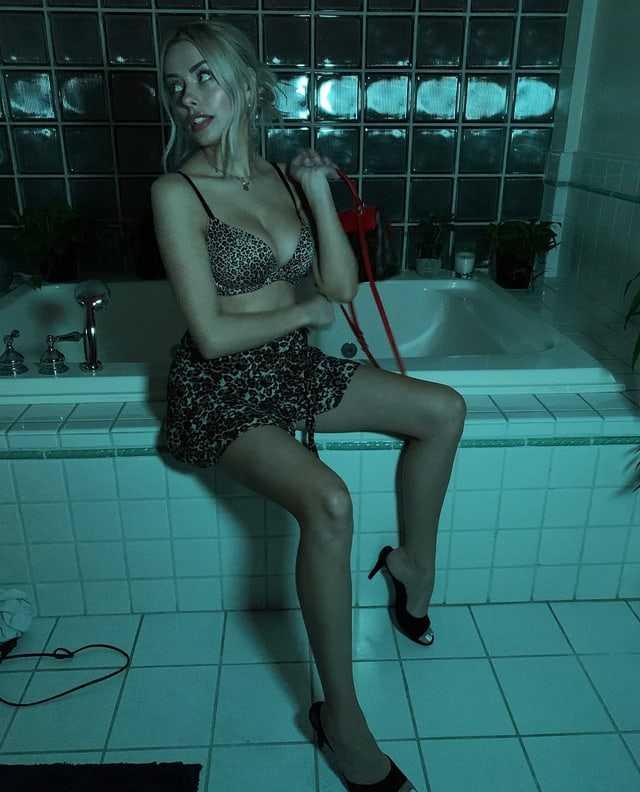 Corinna Kopf sexy photo