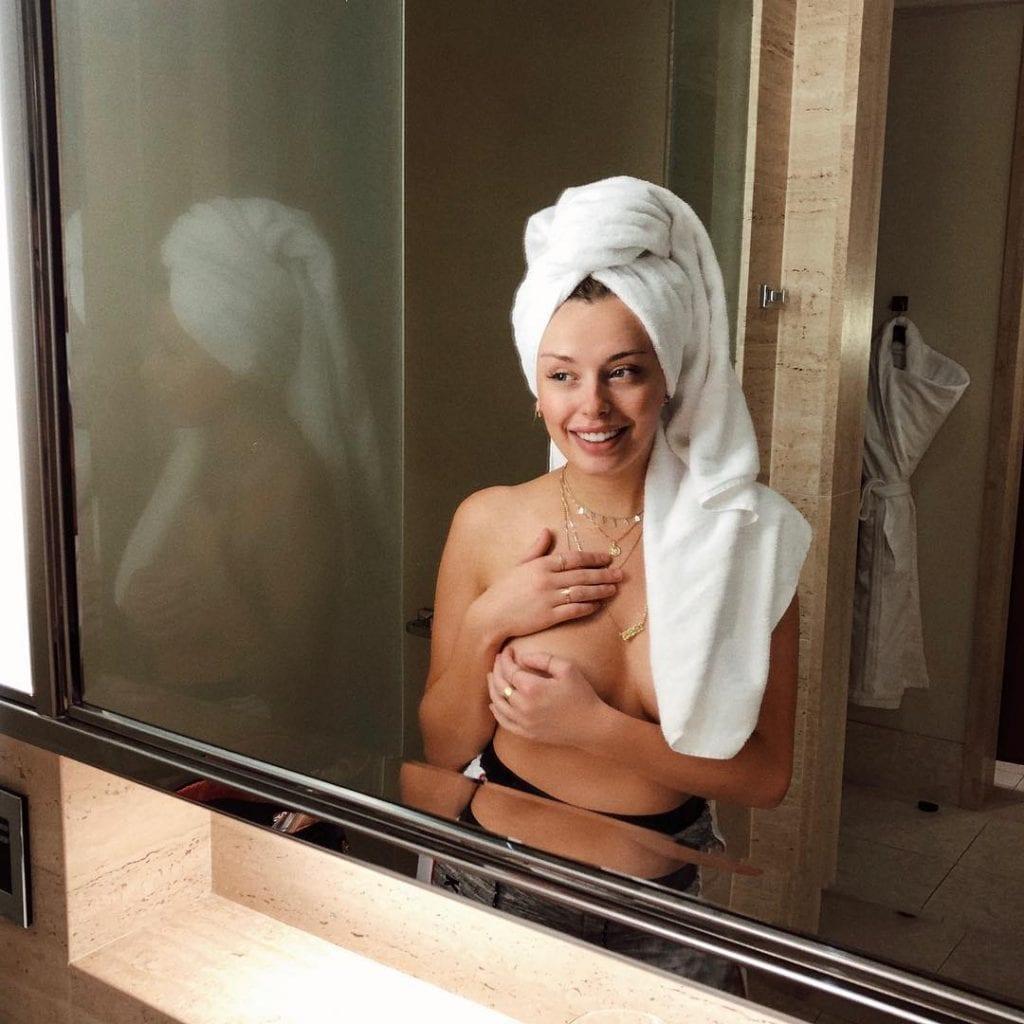 Corinna Kopf topless