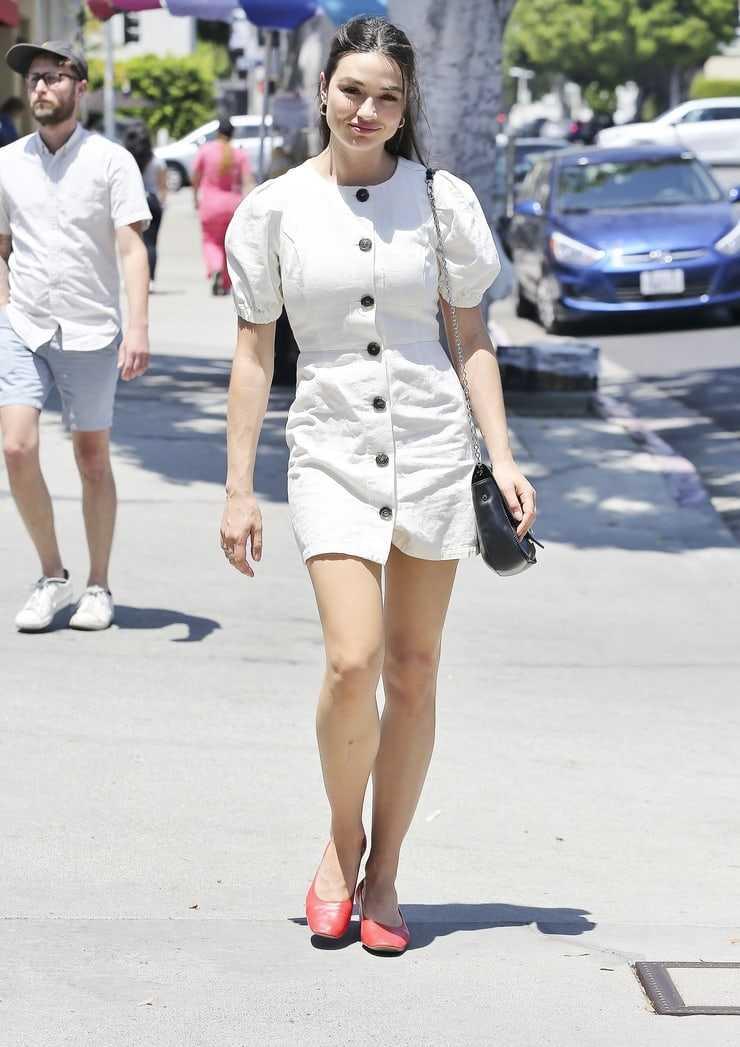 Crystal Reed hot legs (1)