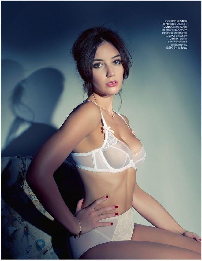 Daisy Lowe hot side boobs pics