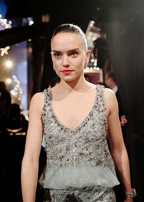 Daisy Ridley hot look pic