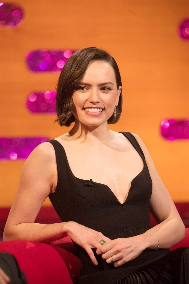 Daisy Ridley hot look