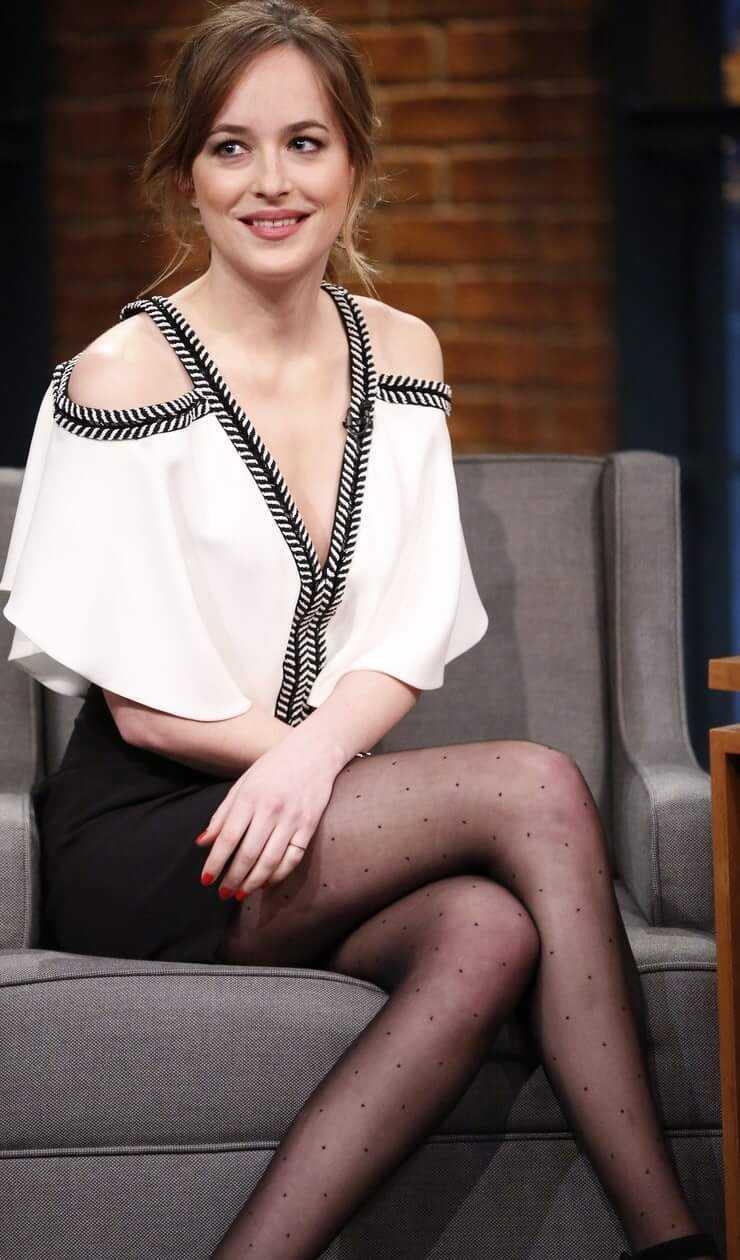 Dakota Johnson hot looks (1)