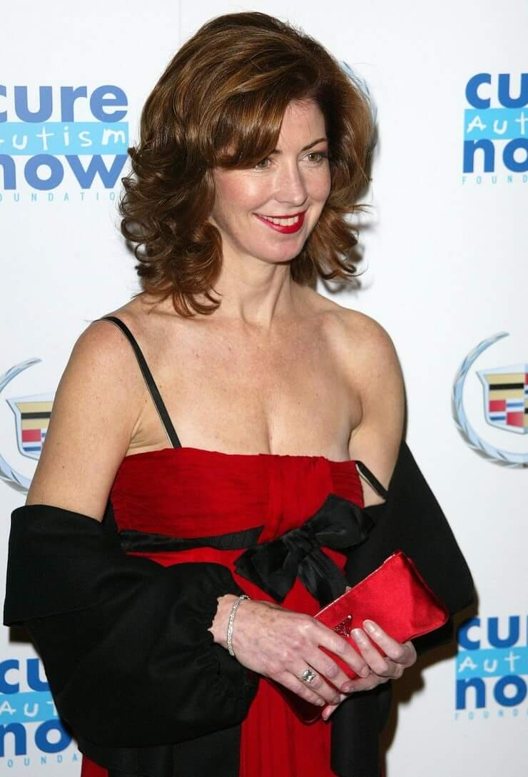 Dana Delany sexy look pictures