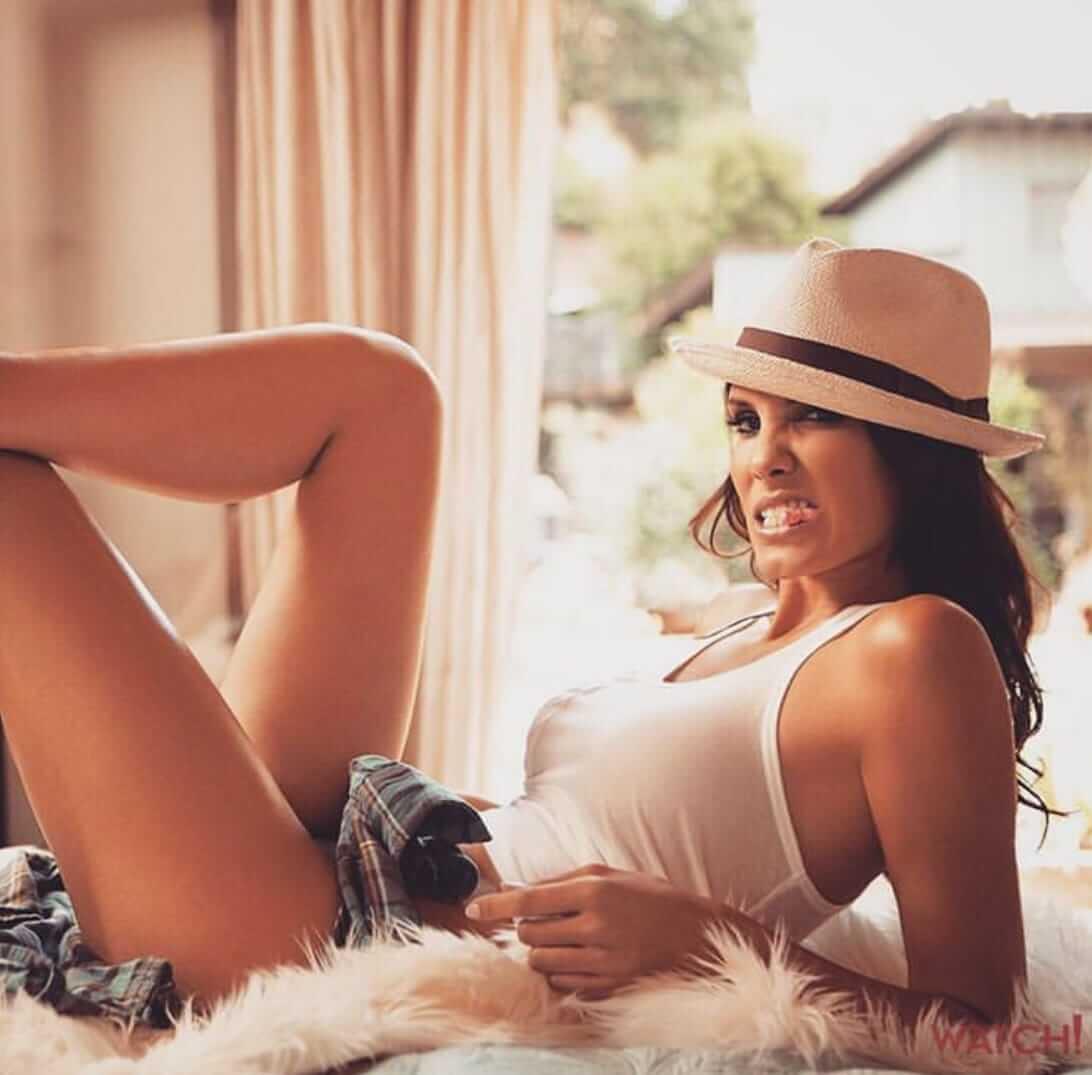 Daniela Ruah hot look pics