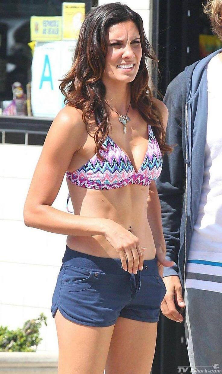 Daniela Ruah hot side boobs pics