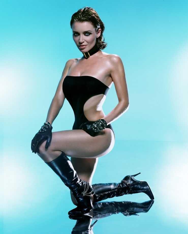 Dannii Minogue busty pics